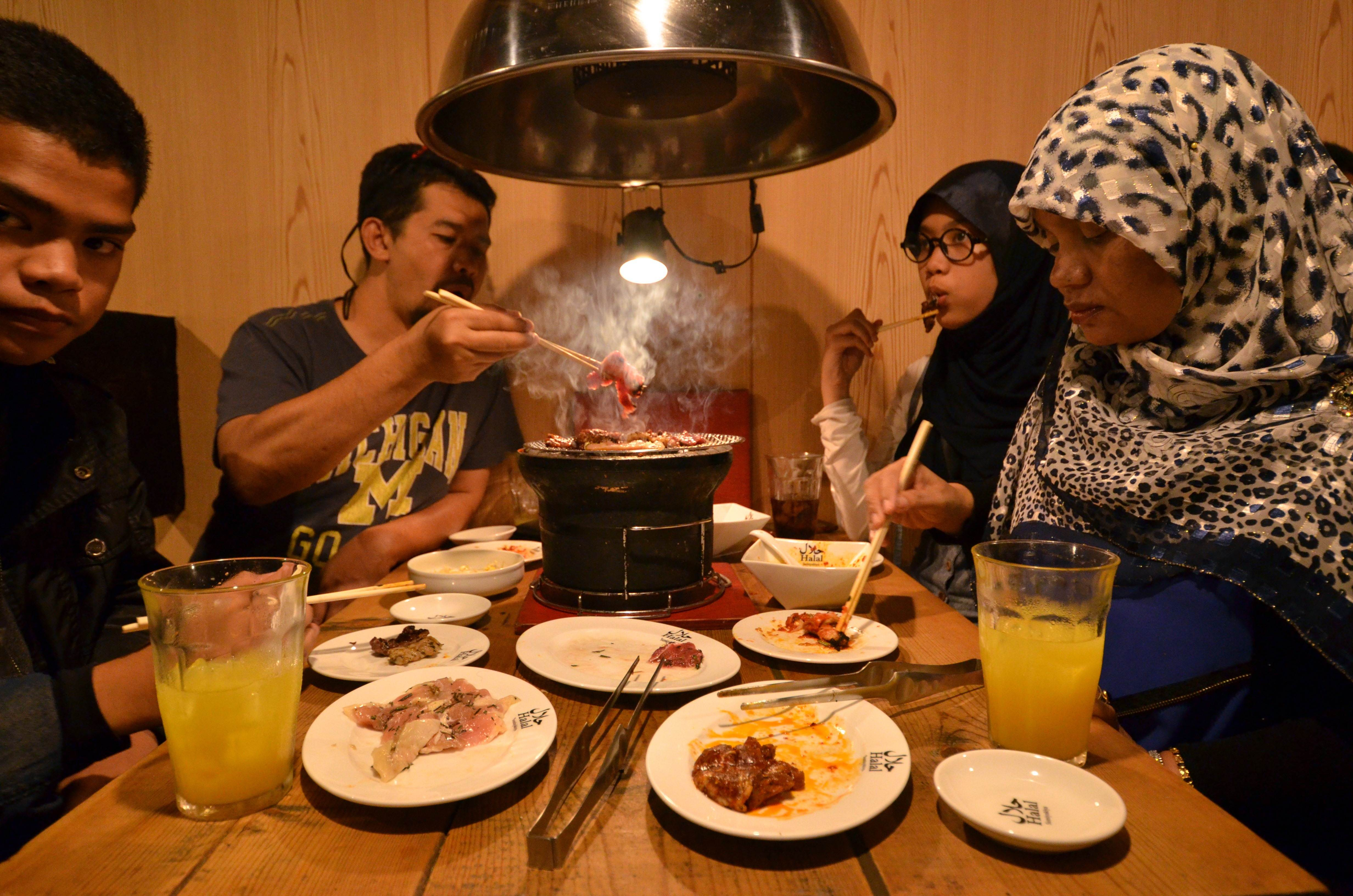 halal whale meat on menu as japan tries to boost muslim tourism the japan times. Black Bedroom Furniture Sets. Home Design Ideas