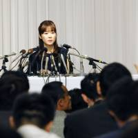 Obokata injured while fleeing pack of NHK reporters, lawyer says