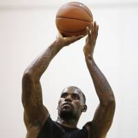 LeBron, Riley meet as decision looms