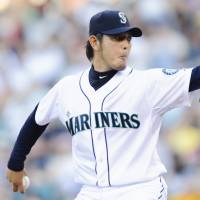 Eighth win: Seattle's Hisashi Iwakuma throws a pitch against Oakland on Saturday night. The Mariners won 6-2. | REUTERS/USA TODAY SPORTS