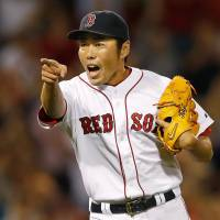 Uehara notches 20th save in triumph over Royals