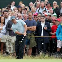 McIlroy moves 6 shots ahead