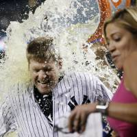 Headley caps Yankees debut with walk-off hit