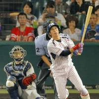 Yamada beginning to flex muscles for Swallows