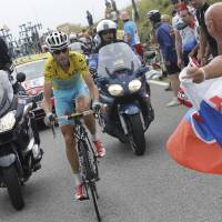 Nibali pedals toward title