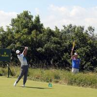 McIlroy takes British Open lead with 66; Tiger 3 back