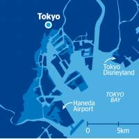 Map based on data compiled by Coastal, Marine and Disaster Prevention Department Director Takeshi Suzuki. The map shows areas (light blue) in Tokyo Bay that are at risk of flooding if a 1-meter rise in sea levels coincides with a high tide and a typhoon that is 1.3 times stronger than the 1959 Ise Typhoon.