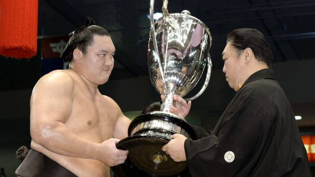 Hakuho captures 30th Emperor's Cup