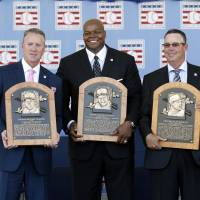 Welcome to the club: New Hall of Famers Tom Glavine (left), Frank Thomas (center) and Greg Maddux hold their plaques during the induction ceremony on Sunday afternoon in Cooperstown, New York. | AP