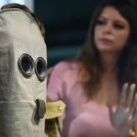 Second skin: A woman looks at a World War I gas mask at the Imperial War Museum in London on July 16.   AFP-JIJI