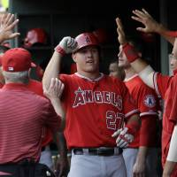 Richards leads Angels to win