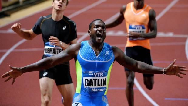 Gatlin cruises in 200