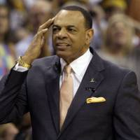 Nets move fast, reach deal with Hollins to be coach