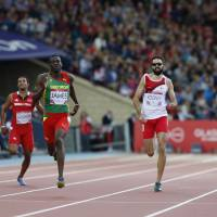 James smokes field to claim gold in Commonwealth 400m