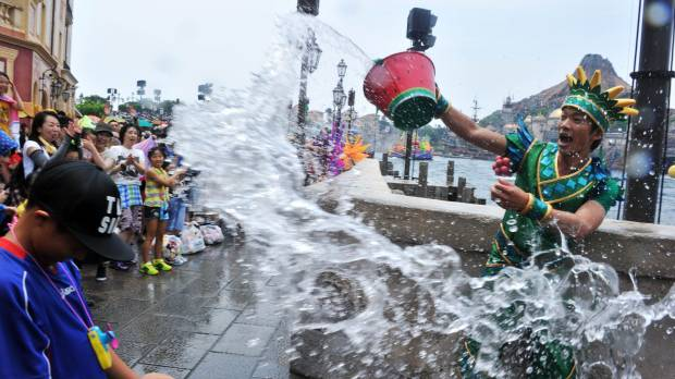 Heat wave sweeps Japan; many areas log hottest day of summer