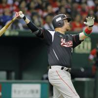 Clutch at-bat: The Marines' Craig Brazell slugs a ninth-inning home run against the Hawks on Tuesday at Tokyo Dome. Chiba Lotte topped Fukuoka Softbank 1-0. | KYODO