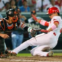 Kokubo sacrifice fly lifts Carp over Giants