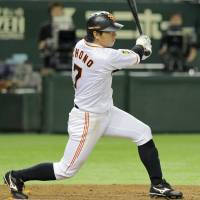 The decisive blow: Giants star Hisayoshi Chono strokes a tiebreaking single in the 10th inning against the Dragons on Saturday at Tokyo Dome. Yomiuri defeated Chunichi 7-6.  | KYODO