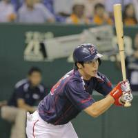 Swallows rout Giants at Tokyo Dome