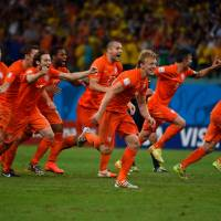 Dutch beat Costa Rica in shootout to advance at World Cup