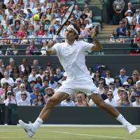 Federer cruises into quarterfinals