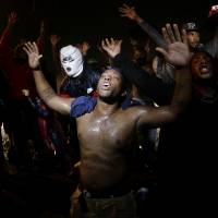 Police deploy tear gas to impose Ferguson curfew