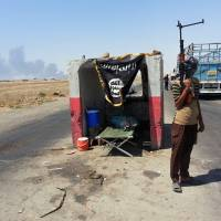 Against all odds, Iraqi town holds out against militant onslaught