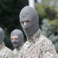 Ukrainian government troops inch closer to rebel city