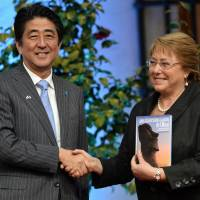 Abe signs deals with Chile on mining, sharing earthquake science