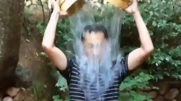 U.S. ice bucket craze proves a hit with Japan's movers and shakers