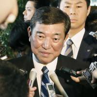 Ishiba backs down, hints he will accept Cabinet post if offered