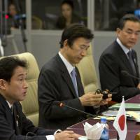 Foreign ministers of Japan, South Korea hold talks