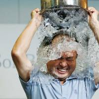 U.S. ice bucket challenge picked up by Japan's movers and shakers