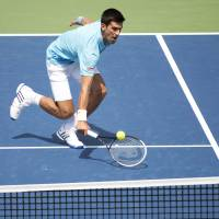 Nole, Murray advance in Toronto
