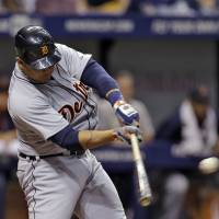 Tigers take advantage of Rays error