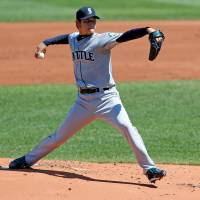 M's complete BoSox sweep