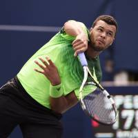 Tsonga blows away Djokovic