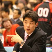 Remarkable run: Kensaku Tennichi guided the Osaka Evessa to three consecutive championships and five Final Fours during his time as head coach from 2005-10. | OSAKA EVESSA/BJ-LEAGUE