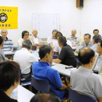 Stand by me: Members of the All Nippon Abstinence Association gather to talk about their recovery in Tokyo. | SATOKO KAWASAKI