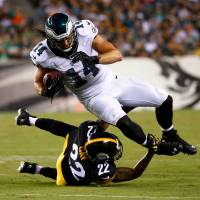 Eagles beat Steelers; Blount, Bell play day after arrest