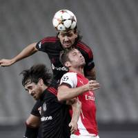 Arsenal held by Besiktas in Champions League playoff