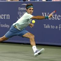 Serena, Federer advance to finals