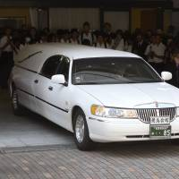 Solemn occasion: Classmates and other mourners in Sasebo, Nagasaki Prefecture, send off the hearse bearing Aiwa Matsuo, 15. Her seemingly senseless murder and dismemberment by a classmate on July 26 shocked the nation. | KYODO