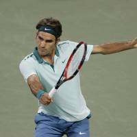 Just do it: Roger Federer hits a shot against Andy Murray on Friday. | REUTERS/USA TODAY SPORTS