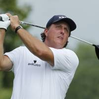 Mickelson climbs into contention for PGA Championship title