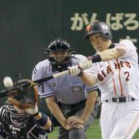 Giants close out series with tidy victory over Tigers