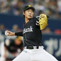 Takeda wins pitching duel as Hawks hold off Buffaloes
