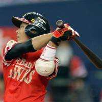 Make the difference: Fukuoka Softbank's Kenta Imamiya gets a hit to score the go-ahead run during the eighth inning of the Hawks' 6-5 win over the Lions on Monday. | KYODO