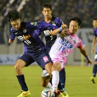 Rookie Minagawa's header lifts Sanfrecce Hiroshima over Sagan Tosu