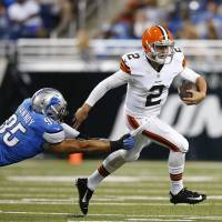 Manziel makes solid debut for Browns